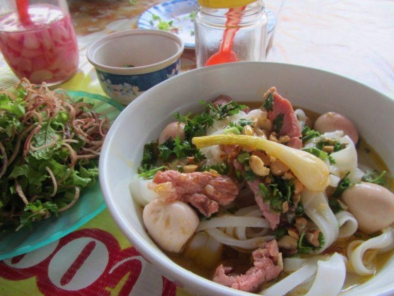 a delicious bowl of mì quảng, a regional speciality, near Kham Duc market