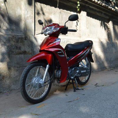 honda blade motorbike red