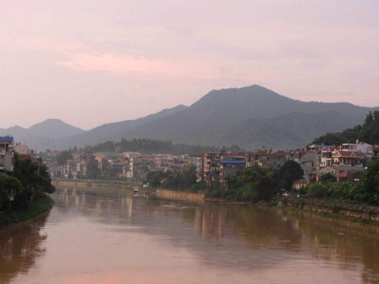 a likable town - Cao Bang City at dusk