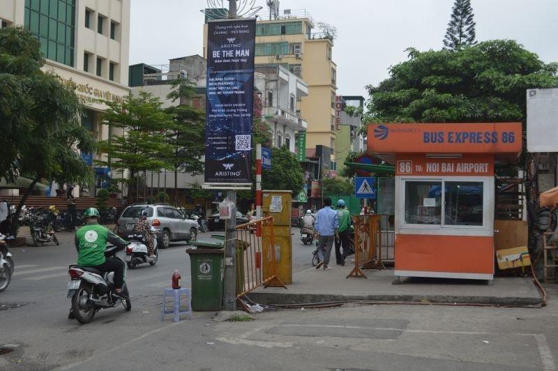 86 bus stop Le Duan Street