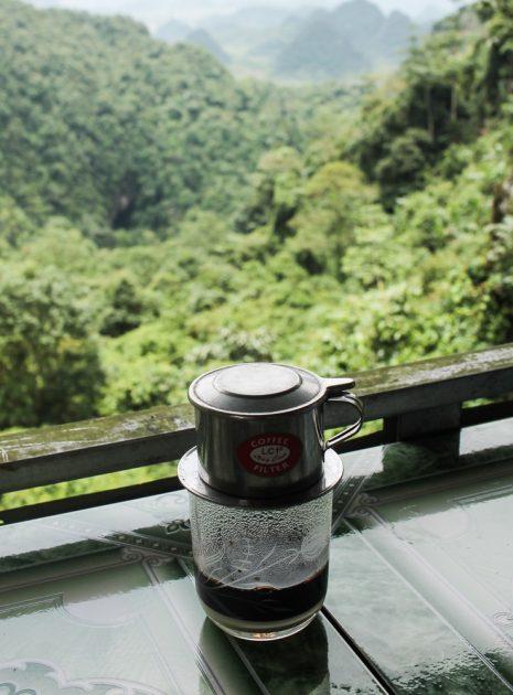 ca phe sua nong, hot Vietnamese milk coffee