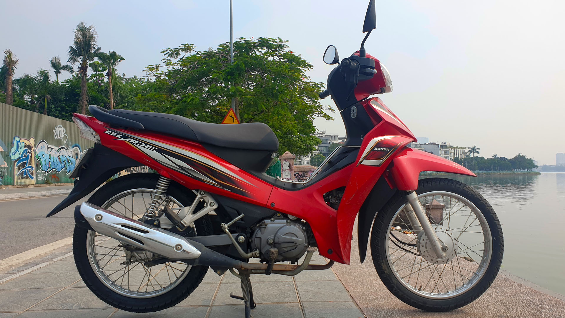 Honda Blade - right wide