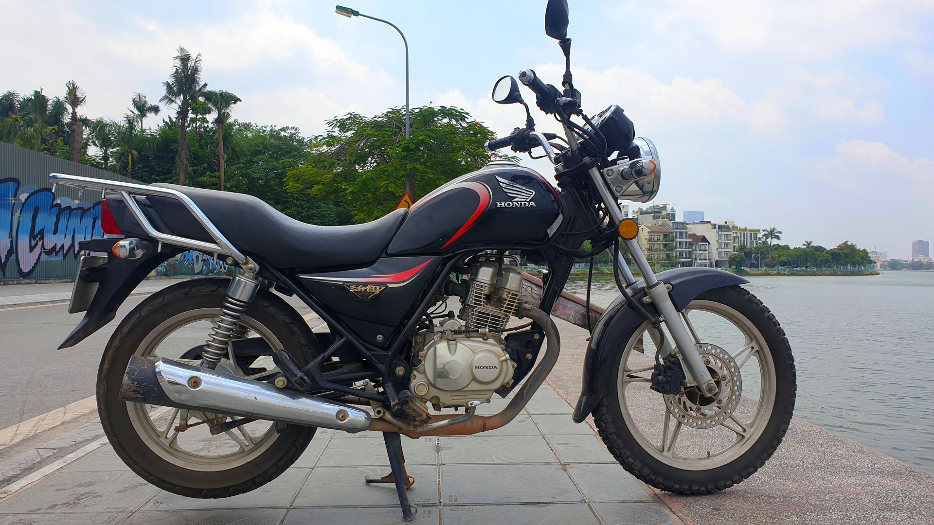 Honda Master 125 - right wide