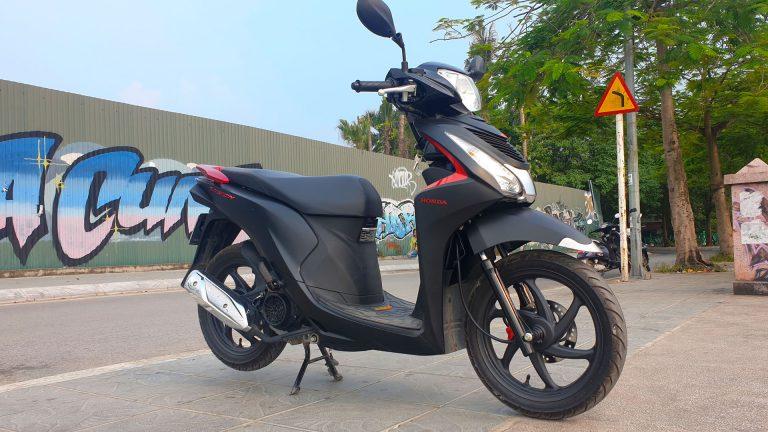 Honda Vision - front right angle