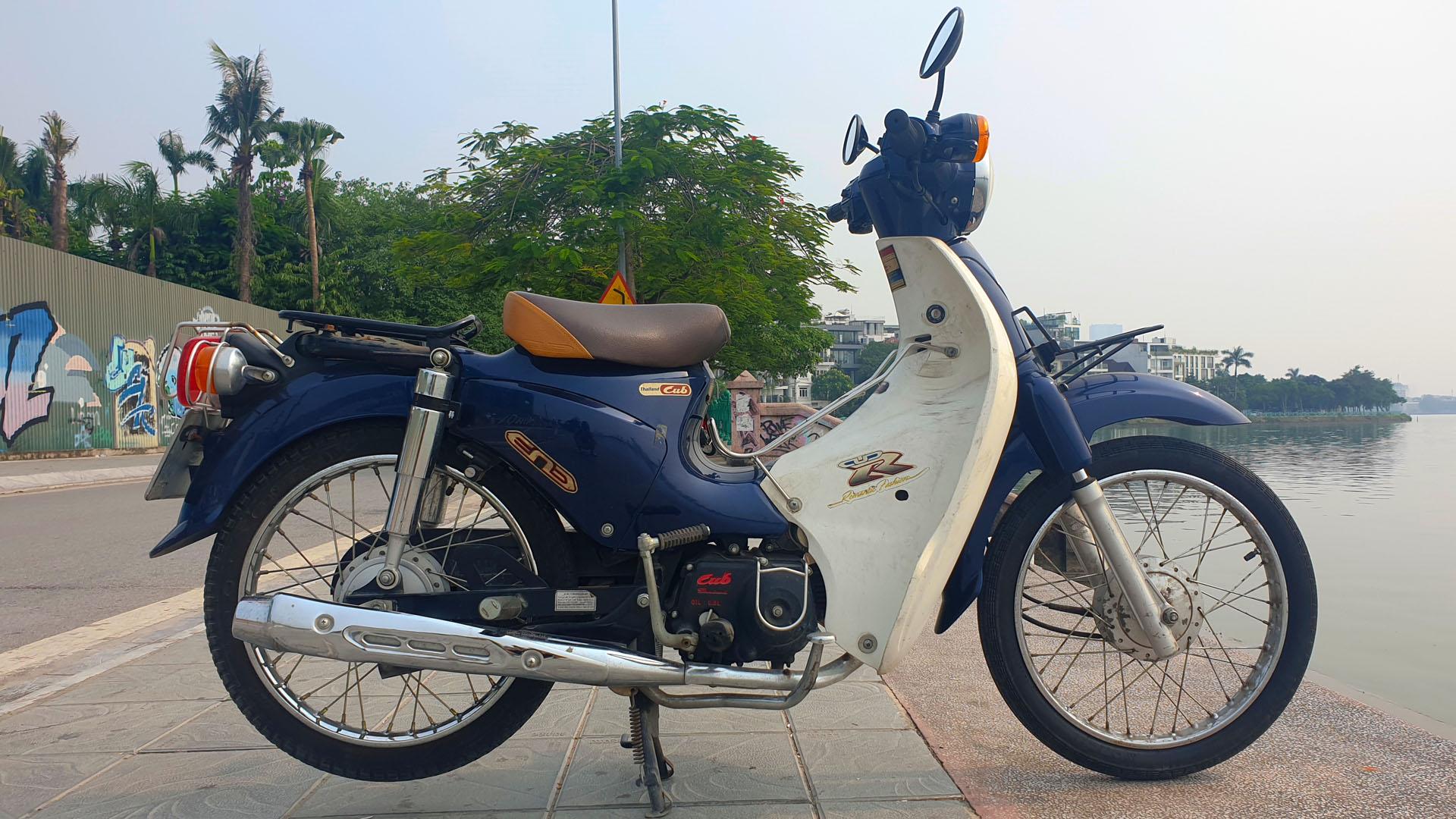 Honda Cub - right wide