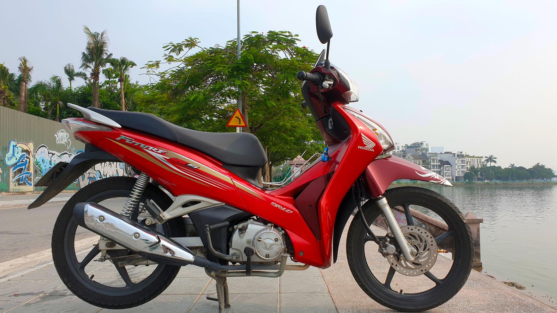 Honda Future - right wide