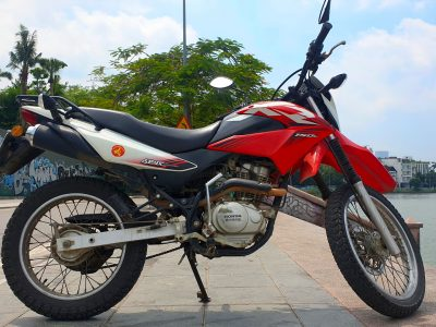 Honda XR 150 - right wide