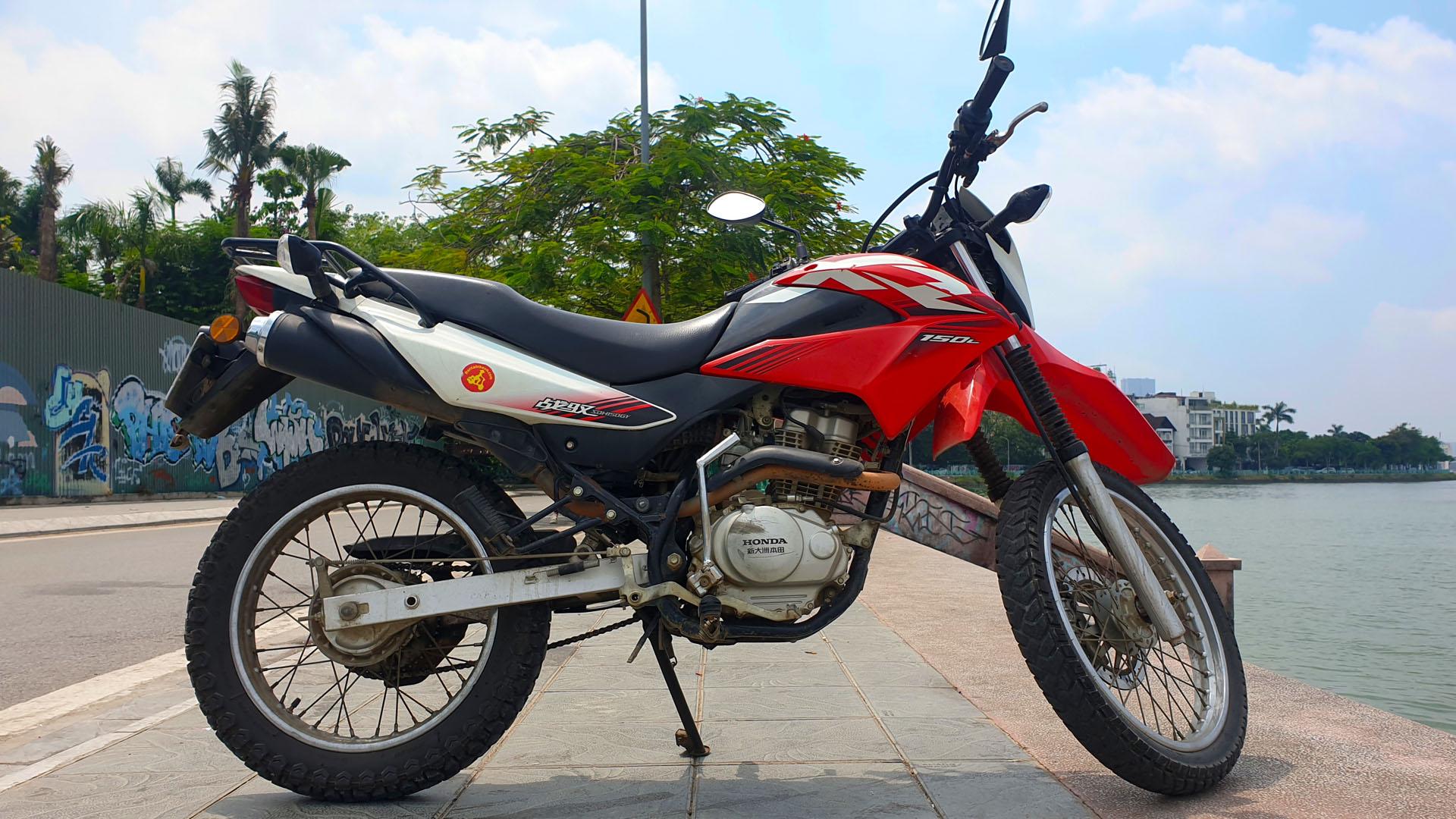 Honda XR 150 - right wide