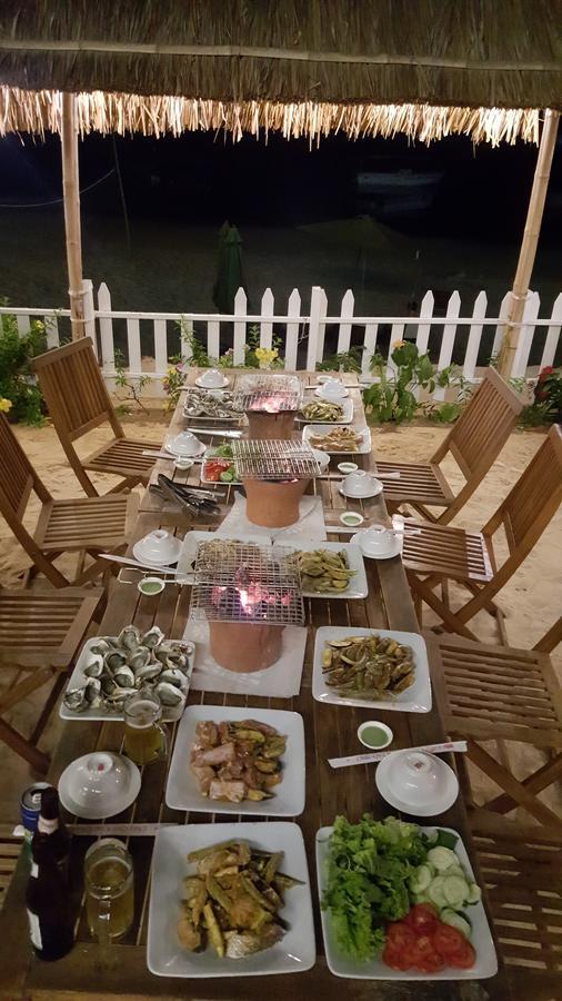 a delicious seafood spread at the Nhon Hai Beach Hostel restaurant
