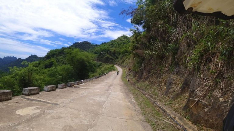 a wee Mai Chau mountain pass