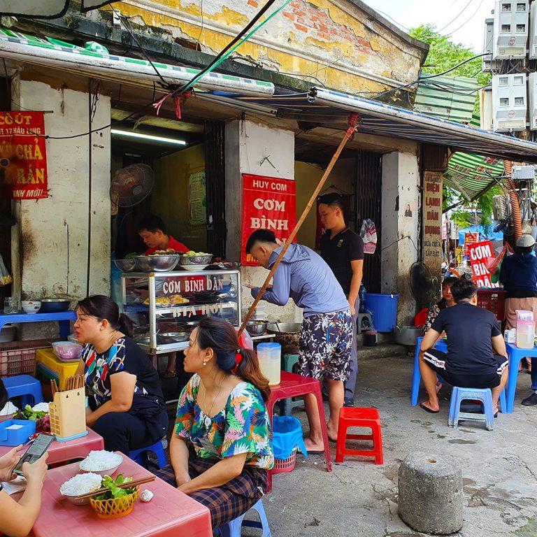 Huy Com, by Chau Long wet market